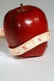 苹果健康营养垂直 免版税库存照片