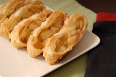 苹果切的果馅奶酪卷 图库摄影
