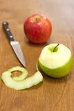苹果剥皮 免版税库存图片
