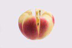 苹果剪切查出的白色 免版税库存图片