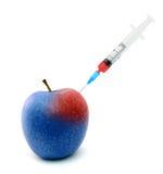 苹果卡住的注射器 库存图片