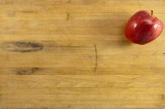 苹果可口董事会的cuttig 库存图片