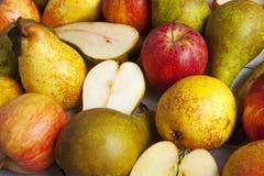 苹果和梨 免版税图库摄影