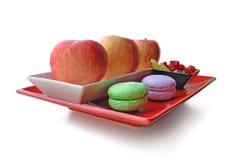 苹果和甜点在白色隔绝的板材 库存图片