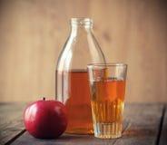 苹果和苹果汁。 免版税图库摄影