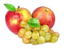 苹果和葡萄在白色背景 库存图片