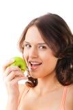 苹果咬住新鲜的健康妇女年轻人 免版税图库摄影