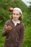 苹果女孩果树园 免版税库存照片