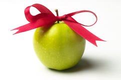 苹果弓绿色红色丝带 库存照片