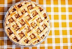 苹果新近地烘烤了饼 免版税库存照片