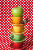 苹果明亮的桂香托起绿色棍子 免版税库存图片