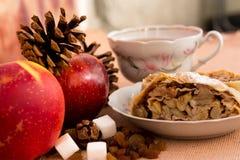 苹果果馅奶酪卷饼 图库摄影