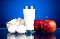 苹果牛奶店怂恿新鲜的水多的产品二 免版税库存照片