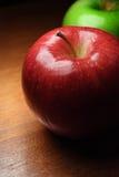 苹果特写镜头绿色红色 免版税库存图片