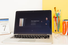 苹果电脑网站陈列的preordrr,升级d交付 库存照片