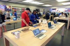 苹果电脑零售店 图库摄影