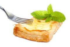 苹果盘叉子馅饼 图库摄影