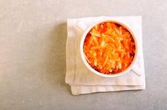 苹果碗红萝卜沙拉 图库摄影