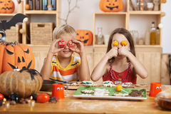 苹果糖煮的carmel万圣节正常款待 免版税库存图片