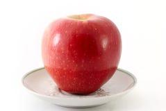 苹果红色茶碟 库存图片