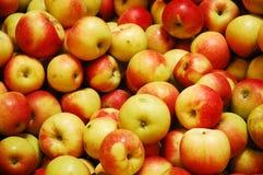 苹果红色黄色 免版税库存照片