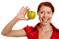 苹果绿的显示的微笑的妇女 库存照片