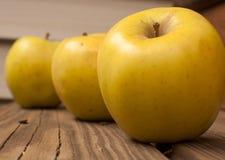 苹果绿色黄色 免版税库存照片
