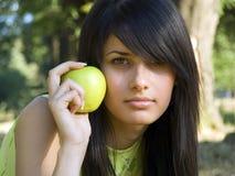 苹果美丽的女孩 图库摄影