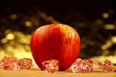 苹果背景查出的红色白色 免版税库存照片