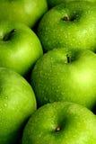 苹果背景绿色 免版税库存图片