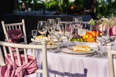 苹果背景宴会篮子重点果子葡萄汁橙色沙拉制表果子馅饼 免版税图库摄影