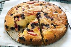 苹果蓝莓蛋糕 图库摄影