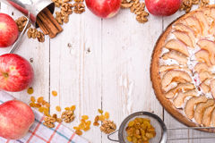 苹果蛋糕报道了果冻片式 框架 免版税库存图片