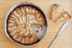 苹果蛋糕报道了果冻片式 免版税图库摄影