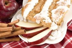 苹果蛋糕桂香咖啡糖粉奶油细末 图库摄影