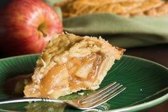 苹果被塑造的老饼 免版税库存照片