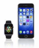 苹果计算机与iPhone 6s的手表体育在白色 库存图片