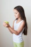 苹果计算机儿童饥饿营养食物果子体育健康面孔 免版税库存图片