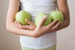 苹果计算机儿童饥饿营养食物果子体育健康 库存照片