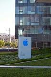苹果计算机办公室定向塔在赫兹里亚,以色列 免版税库存照片