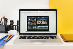 苹果计算机发射苹果计算机手表、MacBook视网膜和医学研究 免版税库存照片