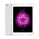 苹果计算机变成银色与iOS 8的iPad空气2有在偏移的锁屏幕的 免版税图库摄影
