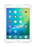 苹果计算机变成银色与iOS 9的iPad空气2,设计由苹果计算机公司 库存图片