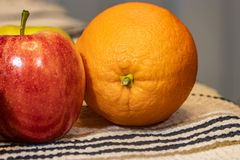 苹果计算机和桔子 免版税图库摄影