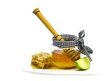 苹果计算机和蜂蜜是犹太新年的-犹太新年传统食物 免版税库存照片