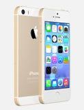 苹果计算机显示有iOS7的金子iPhone 5s家庭屏幕 免版税库存照片