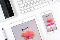 苹果计算机显示iPhone 6和的iPad我们心脏它应用 免版税库存图片