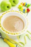 苹果计算机纯汁浓汤,婴儿食品 图库摄影