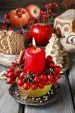 苹果计算机蜡烛台-圣诞节装饰 库存图片