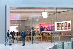苹果计算机零售店在意大利购物中心 库存图片